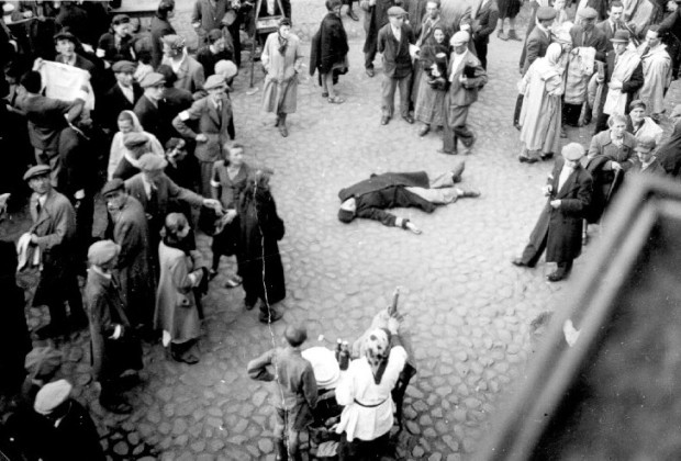 A corpse on the pavement in the Warsaw ghetto