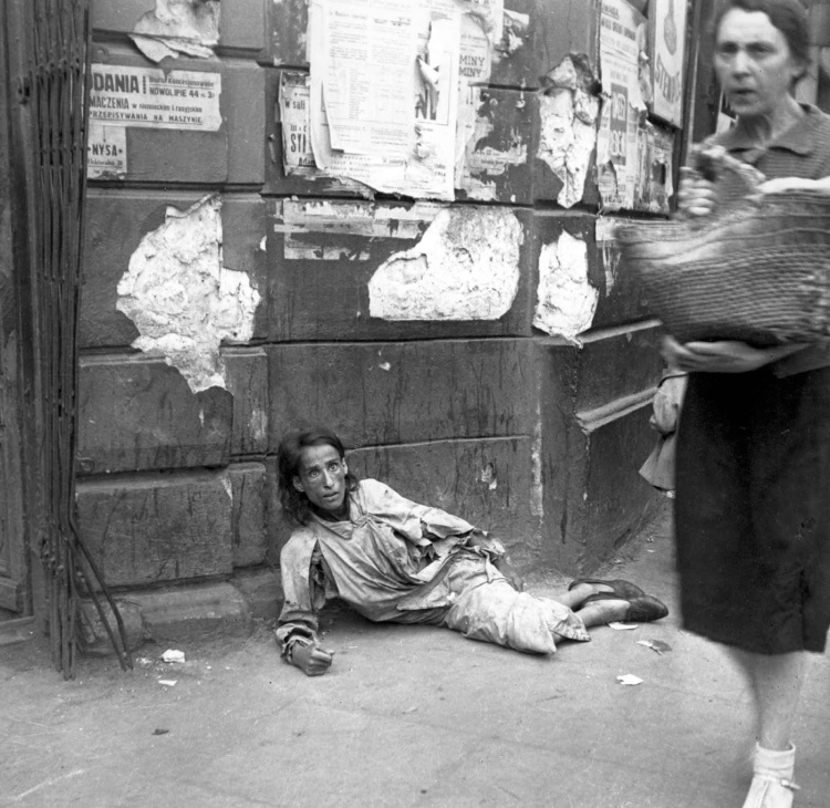 Daily_Life_In_The_Warsaw_Ghetto_28