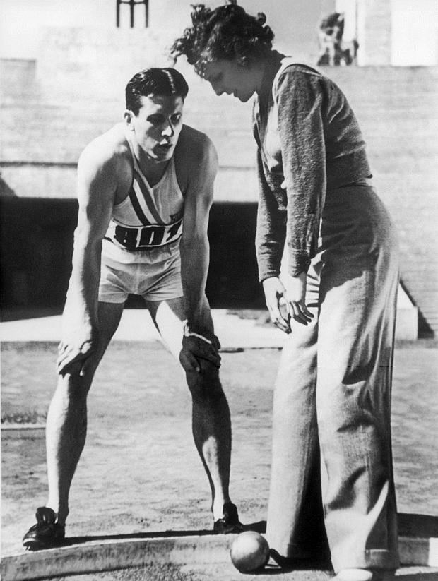 Glenn_Morris_and_Leni_Riefenstahl_1936