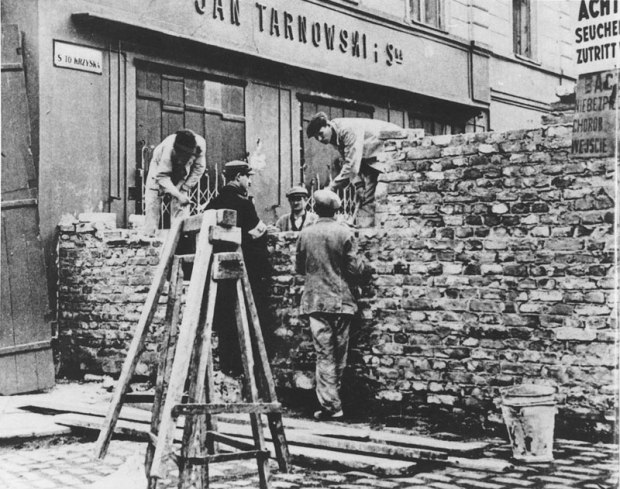 The_Wall_of_ghetto_in_Warsaw_-_Building_on_Nazi-German_order_August_1940