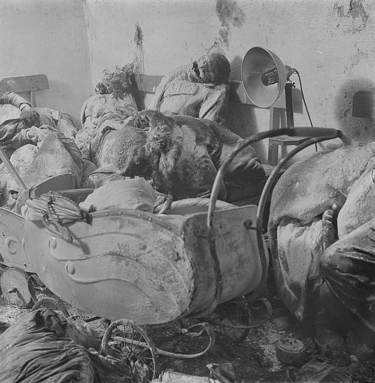 A pile of bodies awaits cremation after the bombing of Dresden, 1945 (2)