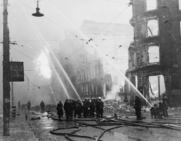 Air_Raid_Damage_in_Britain-_Manchester_HU49833