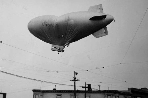 blimp-over-daly-city
