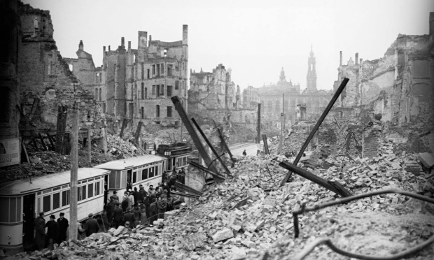 dresden_bombed_1945_2