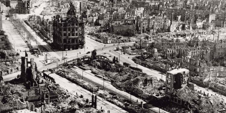 dresden_bombed_1945_3