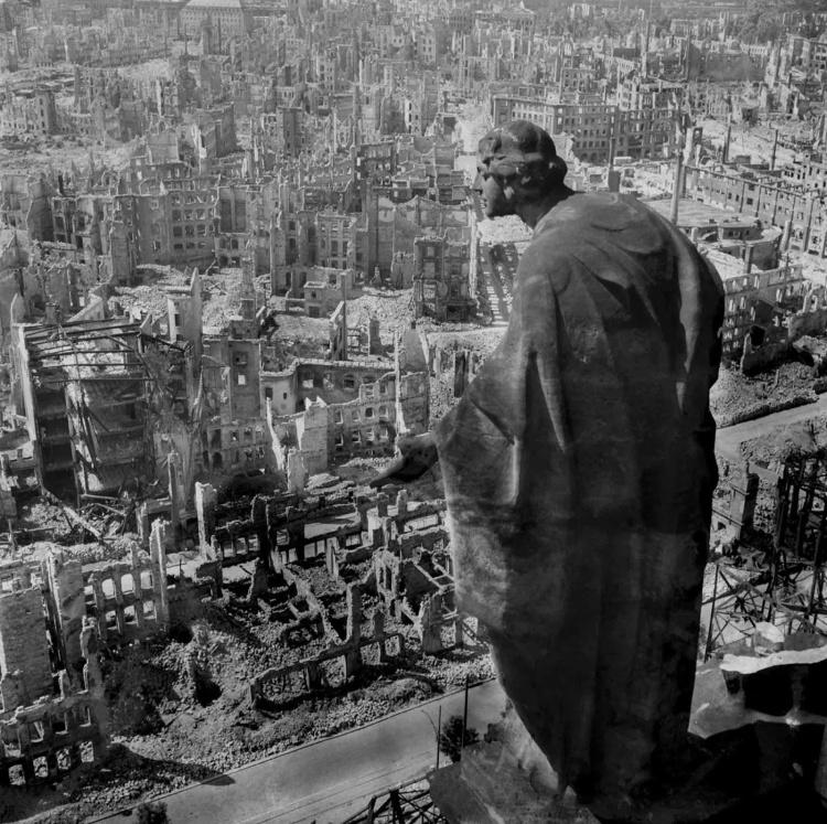 dresden_bombed_1945_4