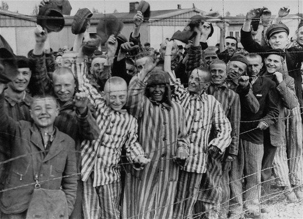 1024px-Prisoners_liberation_dachau