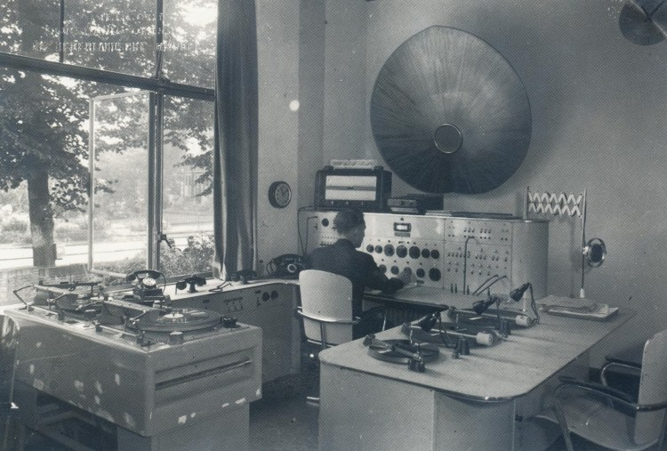 29.-NIOD-195063
