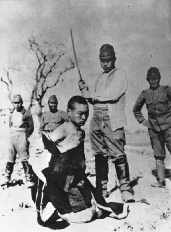 chinese-man-being-beheaded