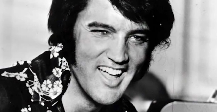 Elvis-Cant-Stop-Laughing-While-Singing-Are-You-Lonesome-Tonight-Featured