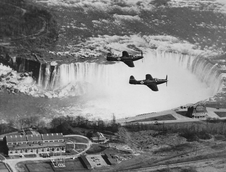 historical-photos-pt6-bell-p63-kingcobras-over-niagara-falls-1943