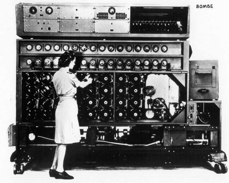 historical-photos-pt9-enigma-decryption-bombe-1945