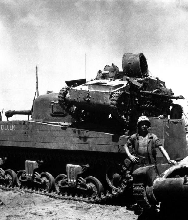 historical-photos-pt9-m4-us-tank-carrying-japanese-tank
