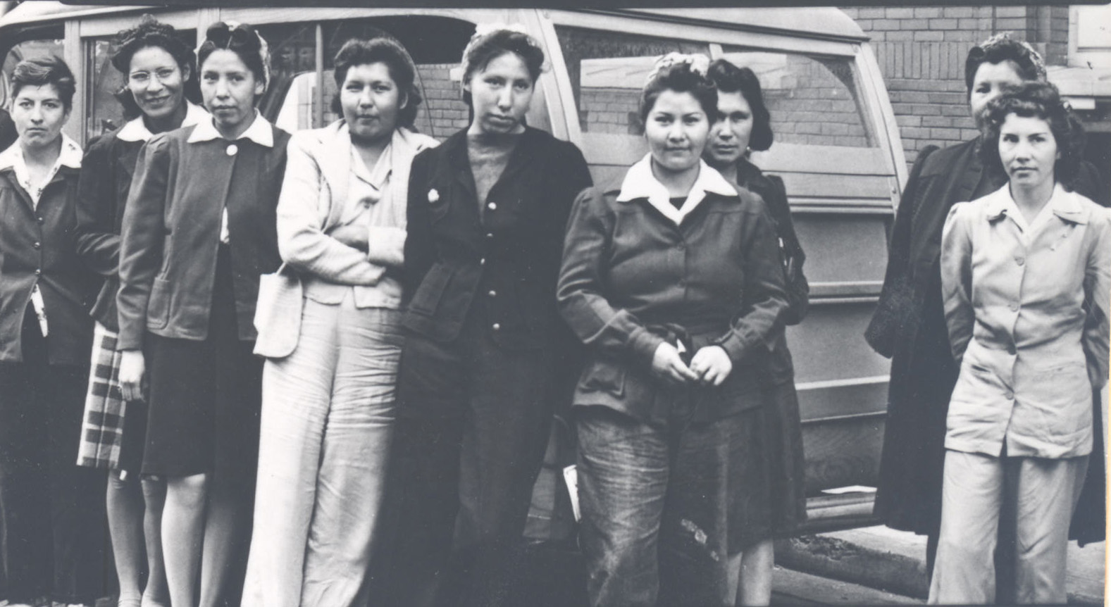 nine_indian_girls_from_chemewa_trained_at_eugene_nya_school_for_work_in_portland_shipyards_1942_013610_sm