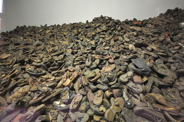 Auschwitz_shoes_of_the_murdered_1945