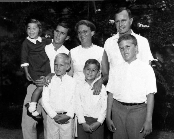 Entire_Bush_family