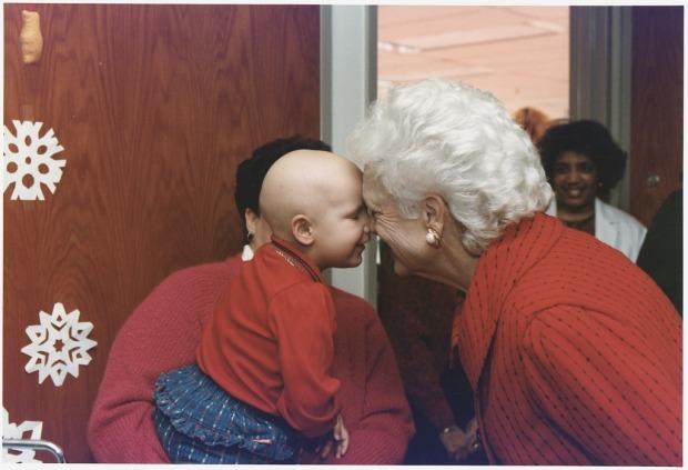 Mrs._Bush_visits_patients_at_Children's_Hospital_in_Washington,_D.C_-_NARA_-_186426.tif