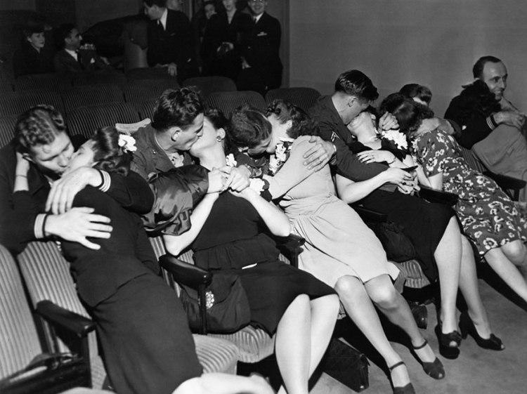 old-photos-vintage-war-couples-love-romance-23-5731f4d3129cf__880