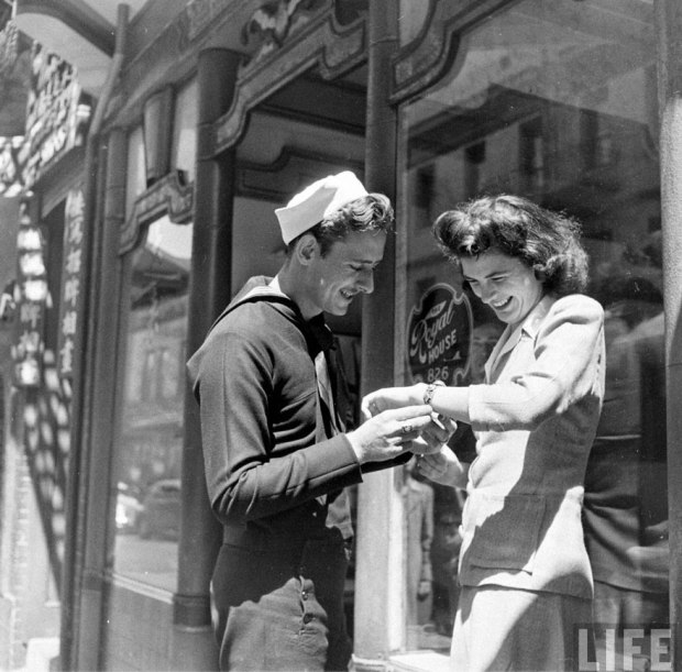 old-photos-vintage-war-couples-love-romance-28-5732da8453321__880