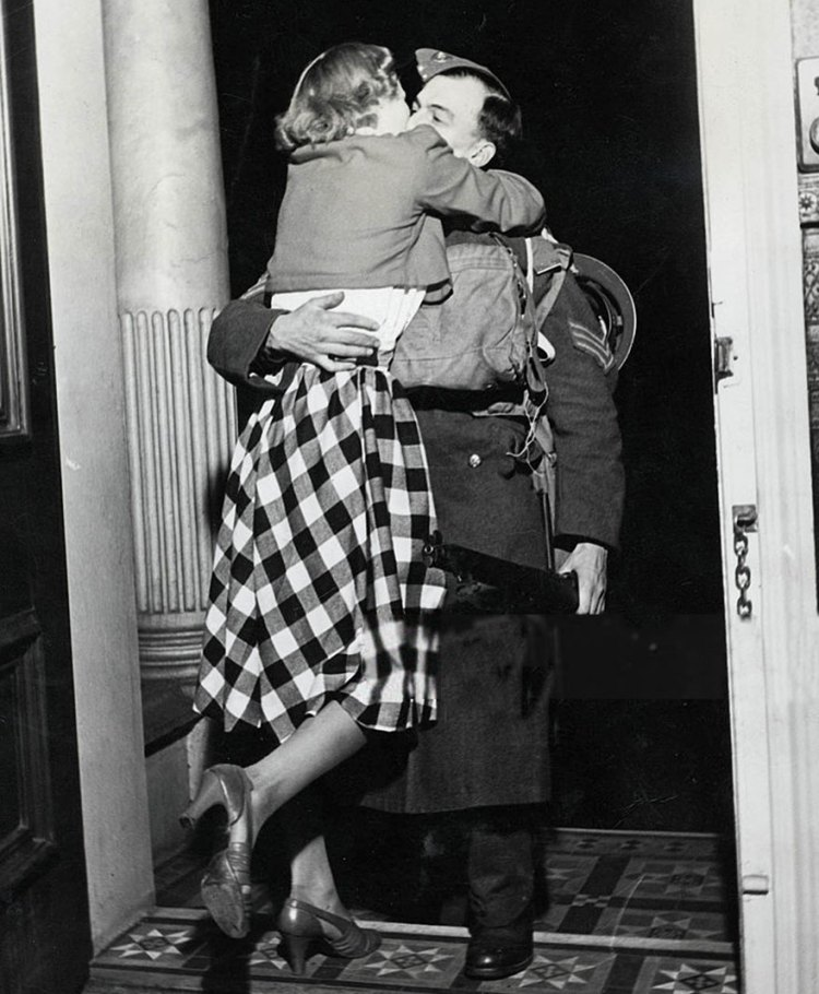 old-photos-vintage-war-couples-love-romance-39-573442f195143__880
