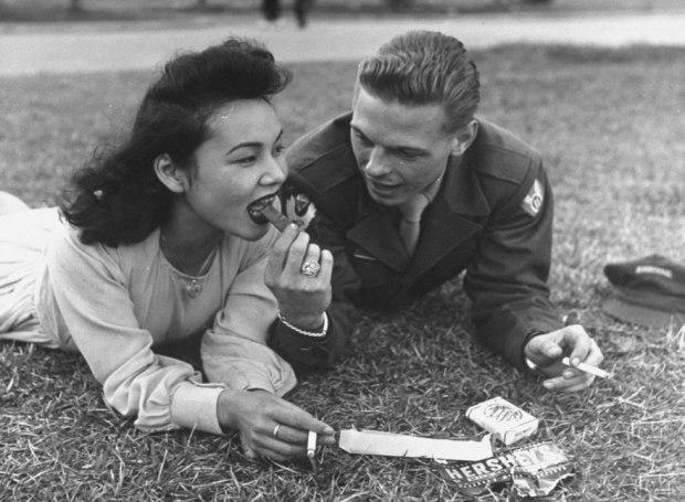 old-photos-vintage-war-couples-love-romance-58-5735e75c8ae2e__880