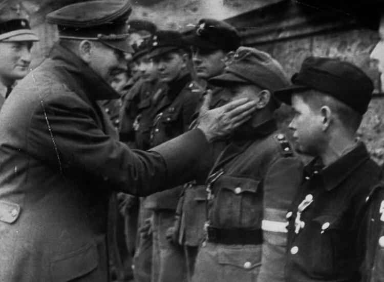 Willi_Hübner_Hitler_1945