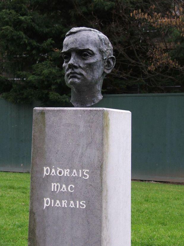800px-Statue_padraig_pearse