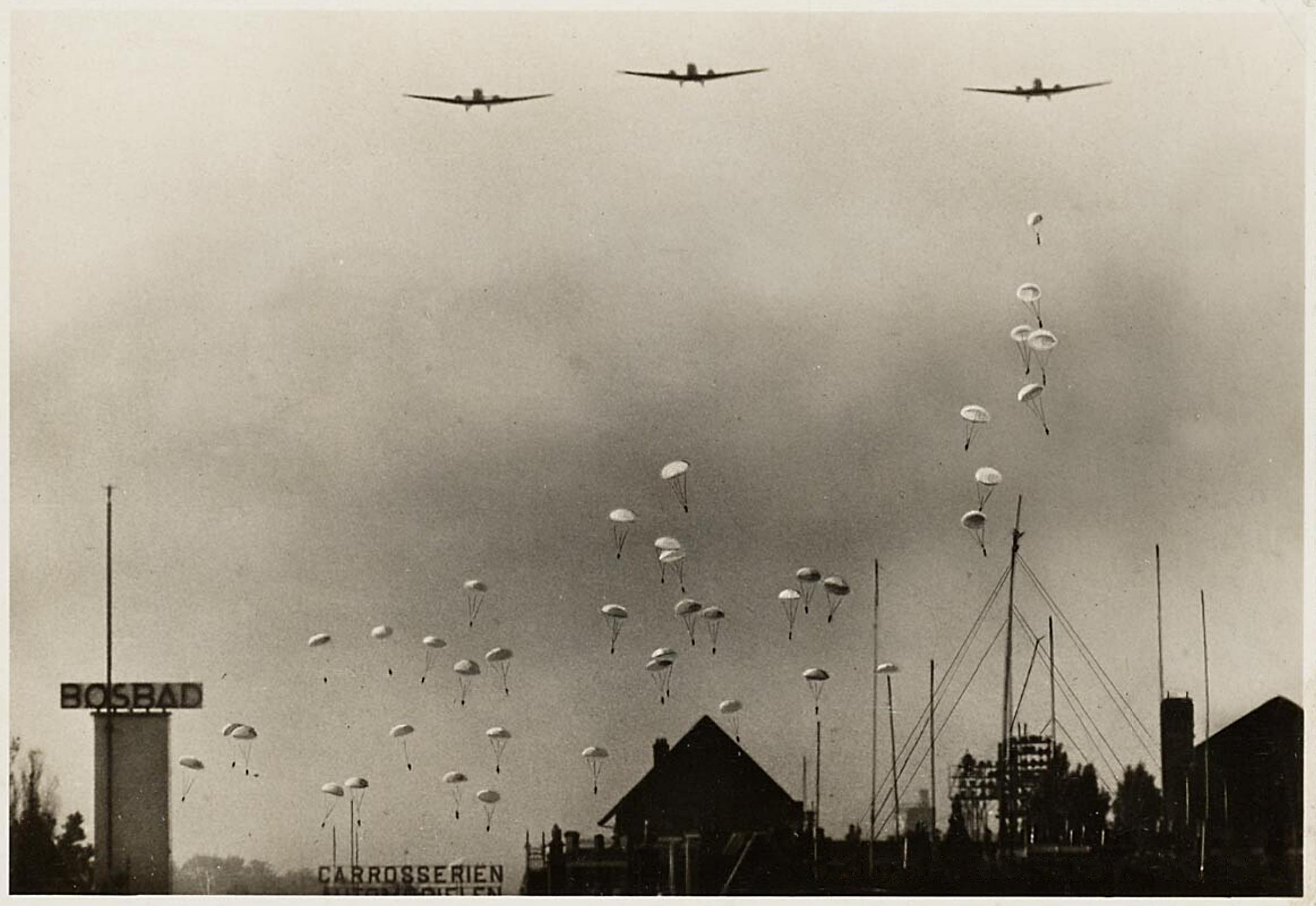 Bezuidenhout,_Den_Haag,_10_mei_1940,_Duitse_parachutisten