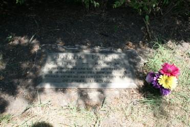 Bonnie_parker_grave