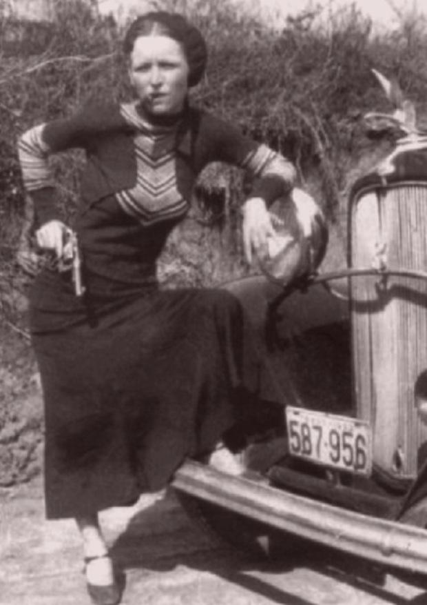 BonnieParkerCigar1933