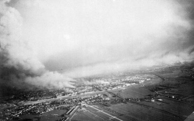Bundesarchiv_Bild_141-1114,_Rotterdam,_Luftaufnahme_von_Bränden