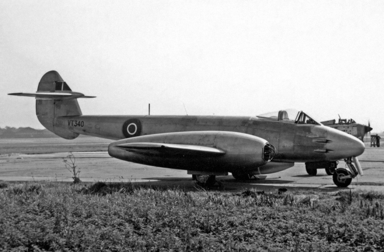 Gloster_Meteor_F.4_VT340_Fairey_Ringway_21.07.55_edited-2
