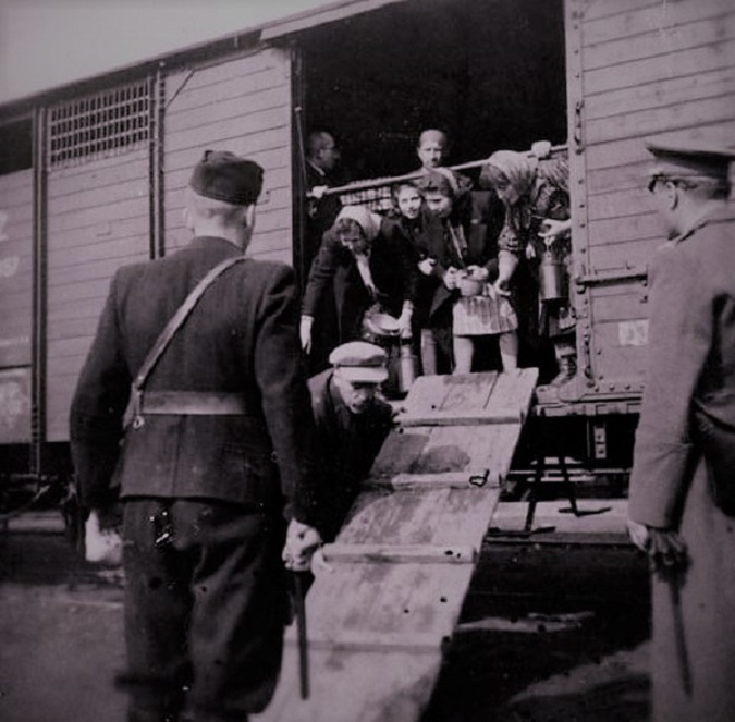 Jews being deported from France