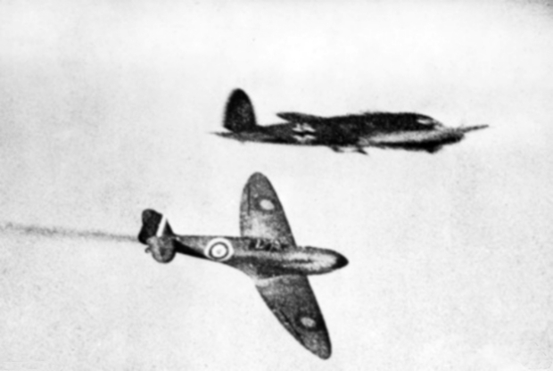 Spitfire_and_He_111_during_Battle_of_Britain_1940