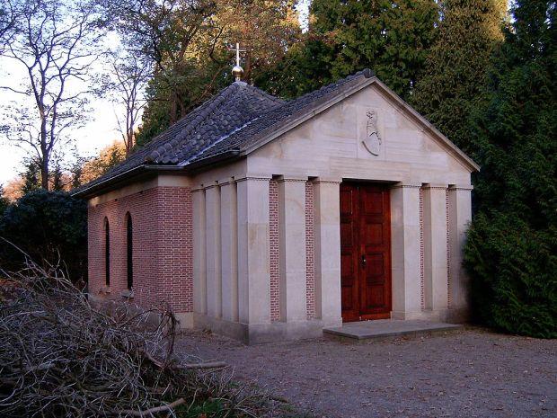 1024px-Mausoleumwhilhelm