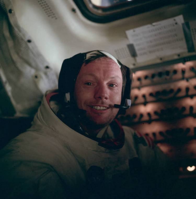 neil-armstrong-teary-eyes