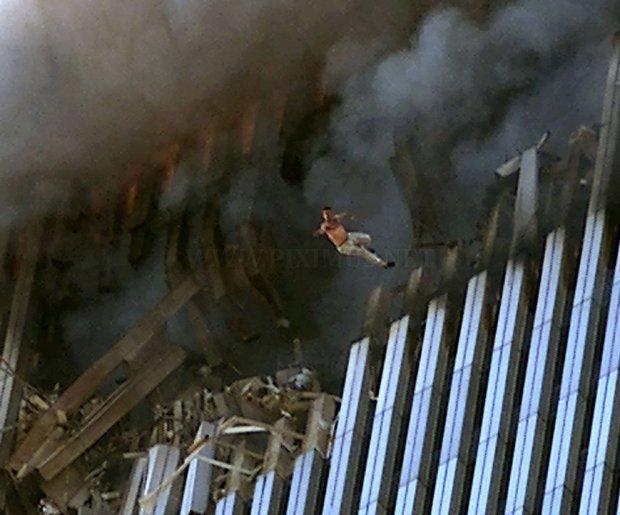 photos-of-the-terrorist-attacks-september-11-2001-12