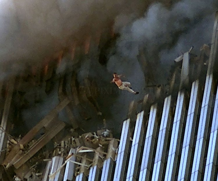 photos-of-the-terrorist-attacks-september-11-2001-12