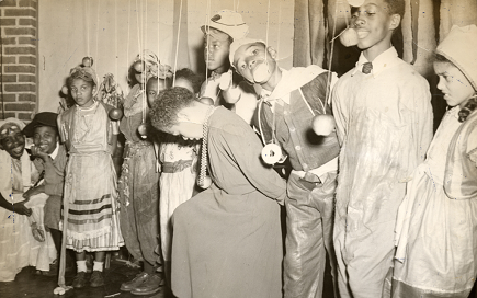 1944-halloween-party-fr-douglasscommctr-435w