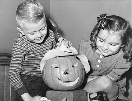 halloween-jimmyclark-and-jeannehansel-1942-425w