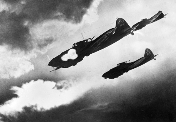 RIAN_archive_225_IL-2_attacking