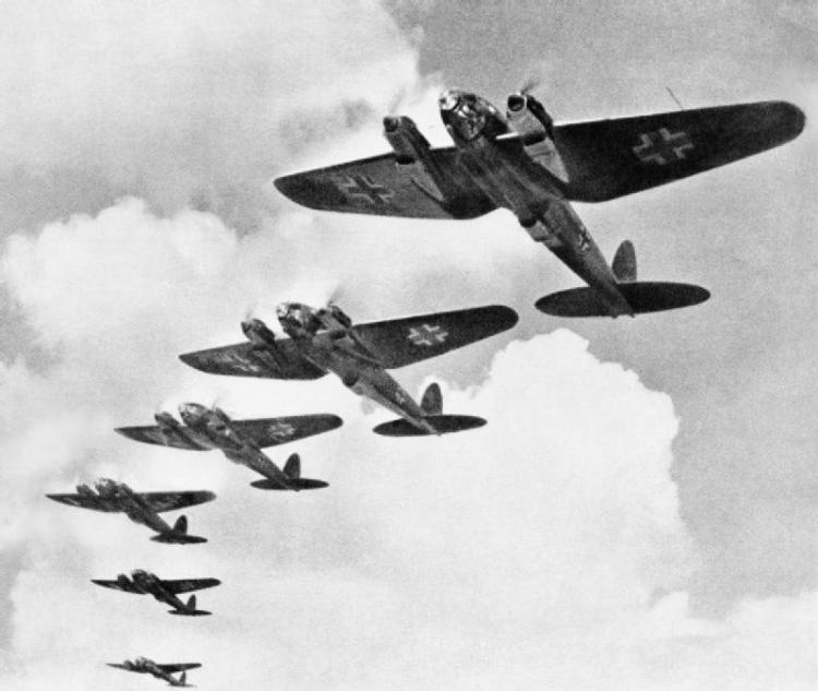 Heinkel_He_111_during_the_Battle_of_Britain