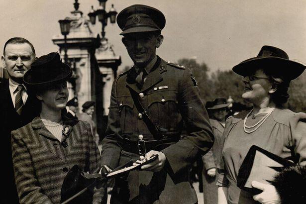 PAY-Roy-Wooldridge-outside-of-Buckingham-Palace