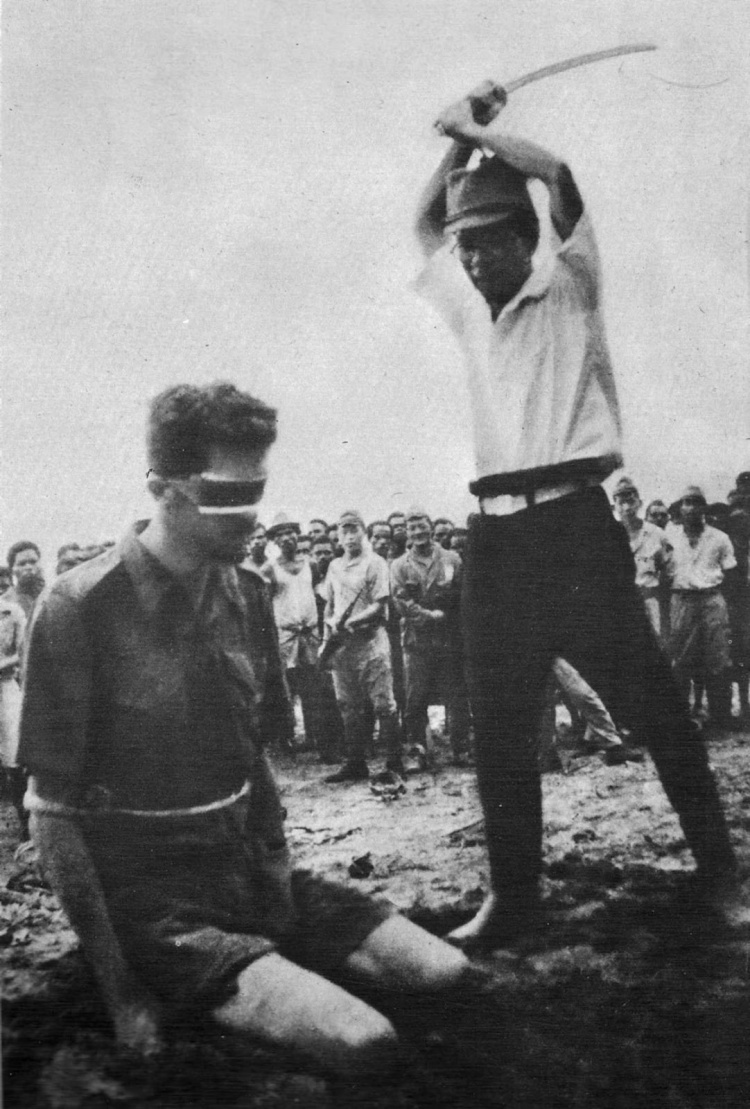 leonard-siffleet-about-to-be-beheaded-with-a-sword-by-a-japanese-soldier-1943