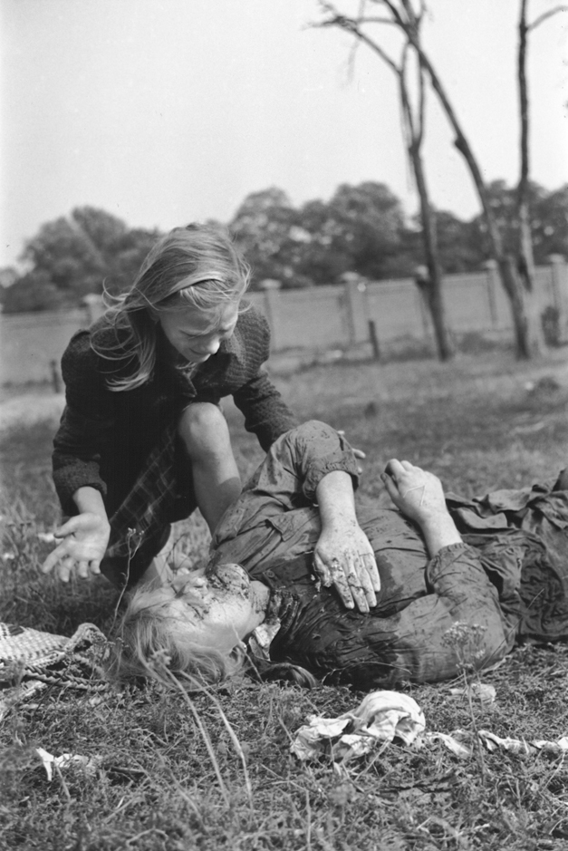 Polish_victim_of_German_Luftwaffe_action_1939