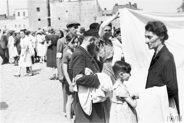 Daily_Life_In_The_Warsaw_Ghetto_6