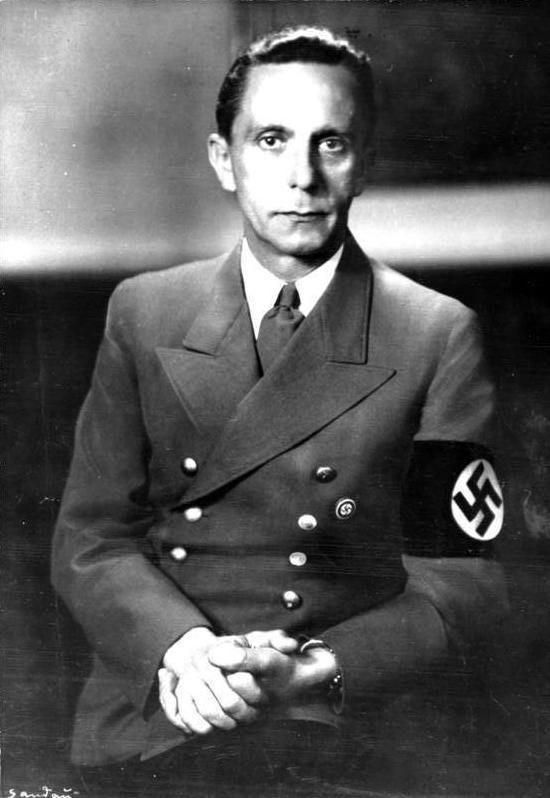 Bundesarchiv_Bild_183-1989-0821-502,_Joseph_Goebbels