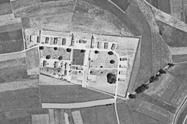 Notlandung_37-07_-_Wauwilermoos_Luftaufnahme_Lager-_und_Aussenbereich