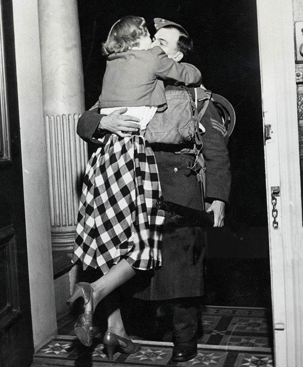 old-photos-vintage-war-couples-love-romance-39-573442f195143__880