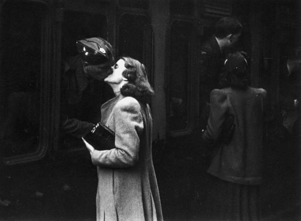 soldier-kissing-woman-goodbye (1)